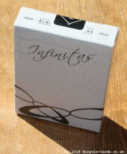 infinitas playing cards - review - tuck case